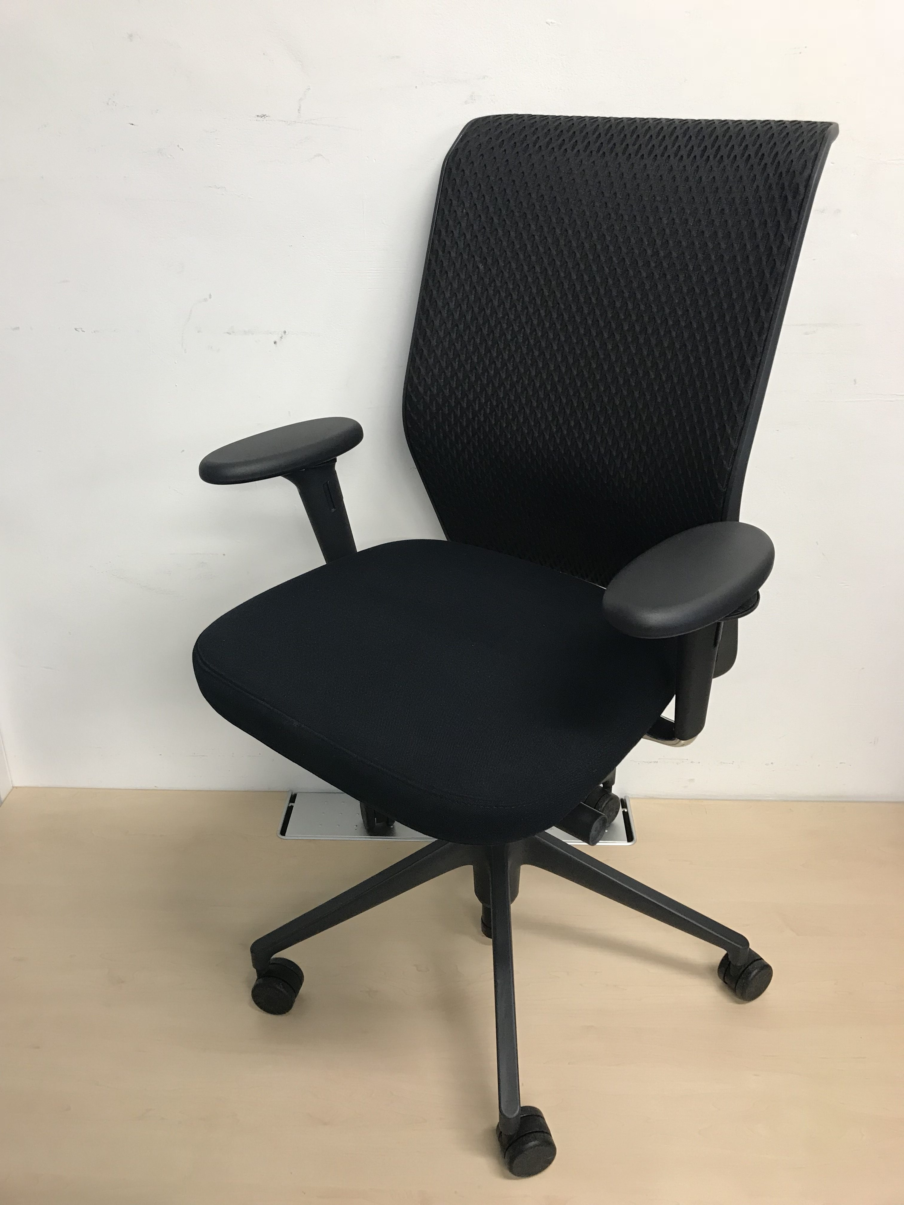 vitra id concept black mesh back ergonomic office chair 3d. Black Bedroom Furniture Sets. Home Design Ideas