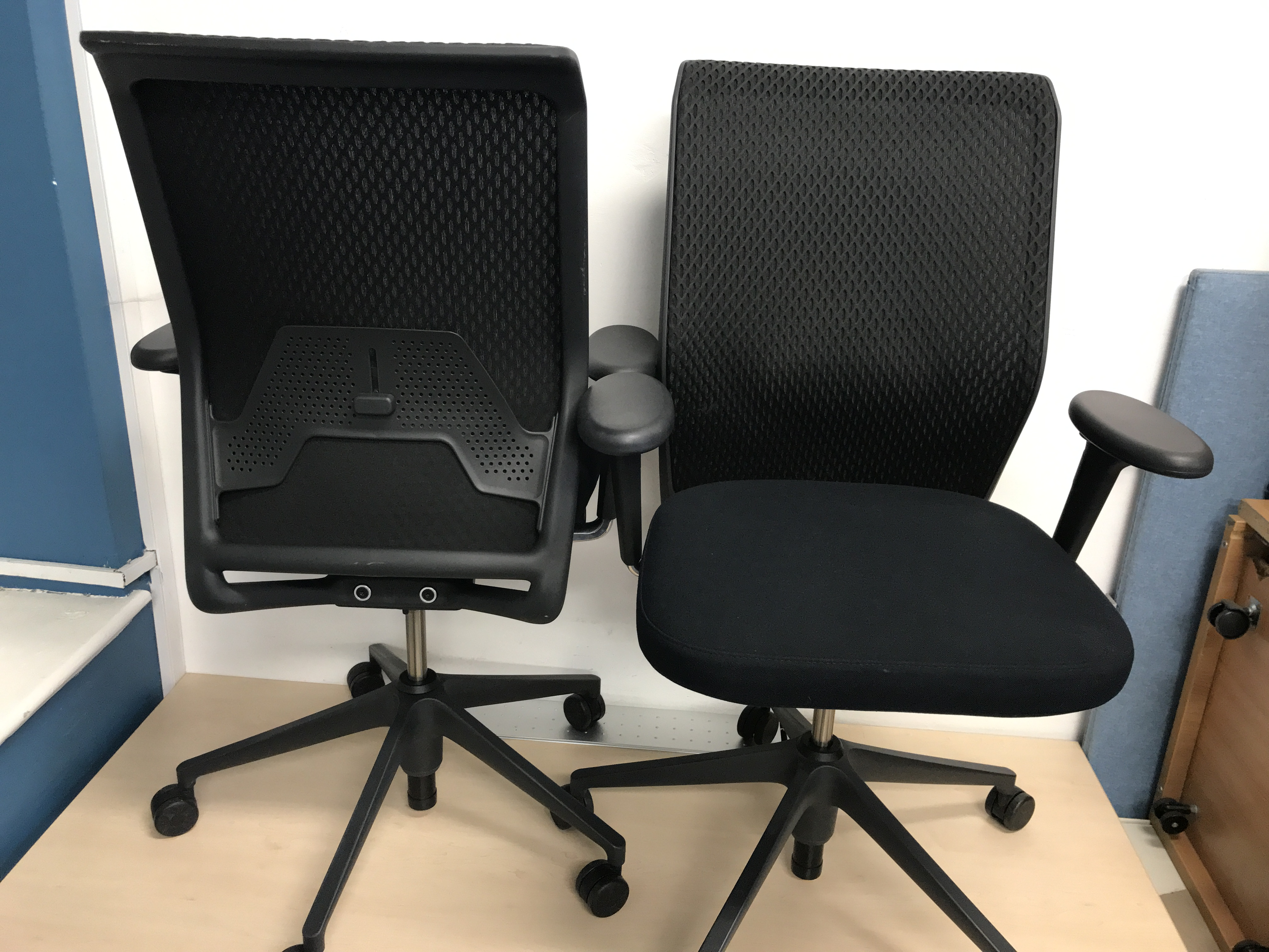 vitra id concept black mesh back ergonomic office chair 3d. Black Bedroom Furniture Sets. Home Design Ideas