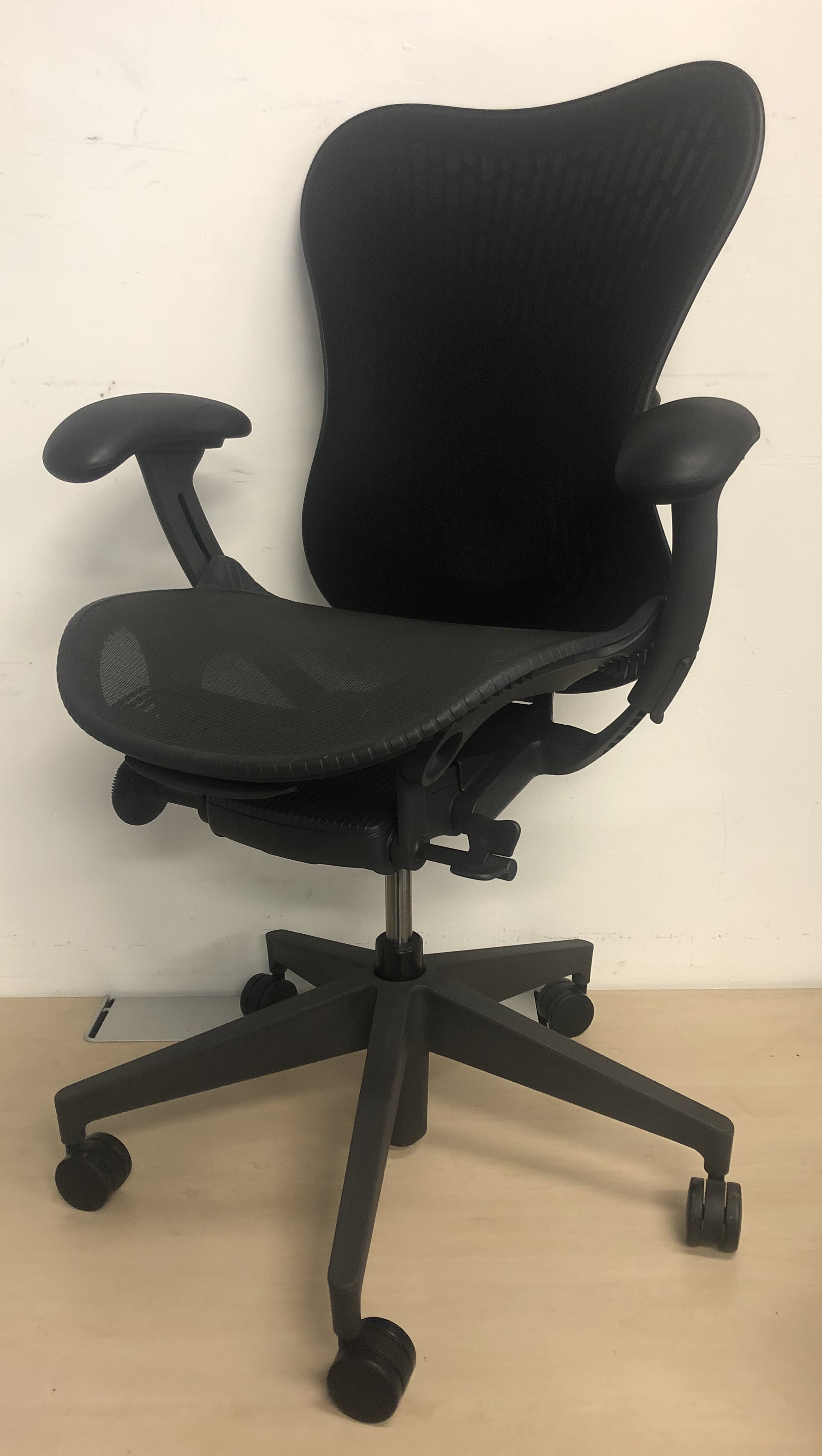 Immaculate Herman Miller Mirra 2 Butterfly Back Office